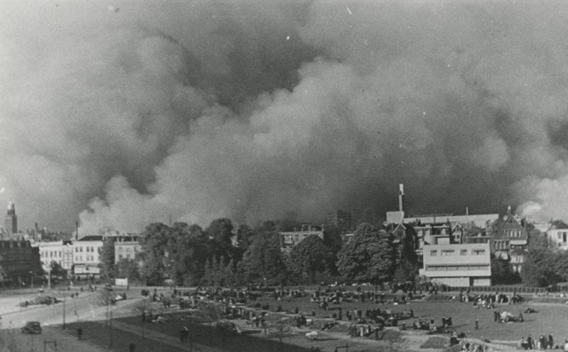 Пожары в Роттердаме после авианалета. 14 мая 1940 г.