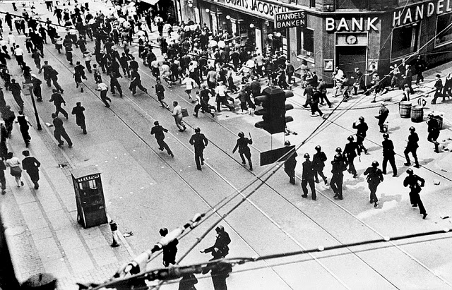 Разгон забастовщиков полицией. Июль 1944 г.