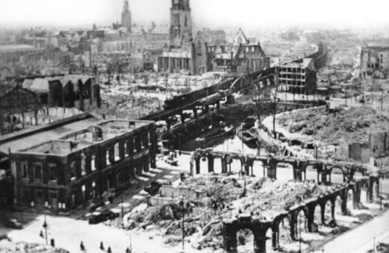 Роттердам после немецкой бомбардировки. 14 мая 1940 г.