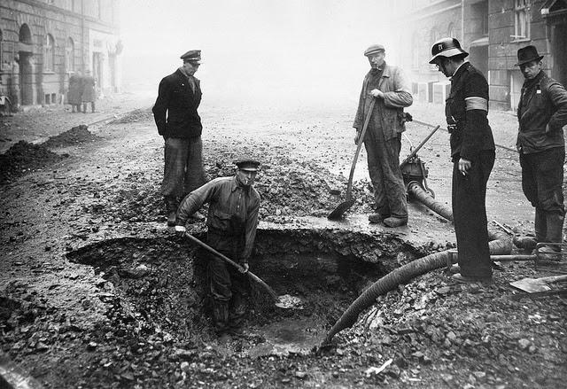 Ликвидация последствий бомбардировки союзников. 1945 г.