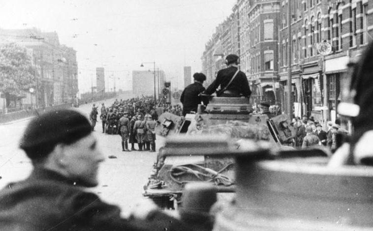 Немецкие войска занимают Роттердам. 14 мая 1940 г.