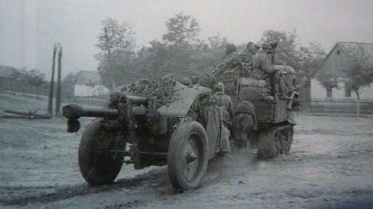 Красная Армия входит в город. 10 сентября 1943 года.