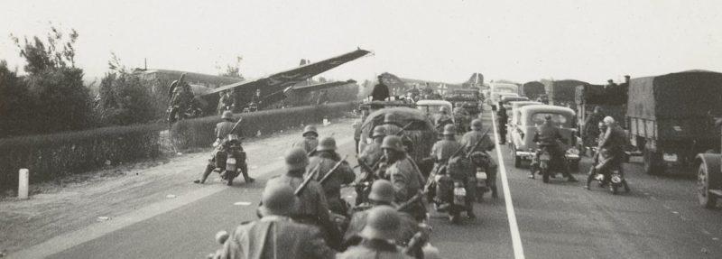 Немецкие войска на автомагистрали Голландии. Май 1940 г.