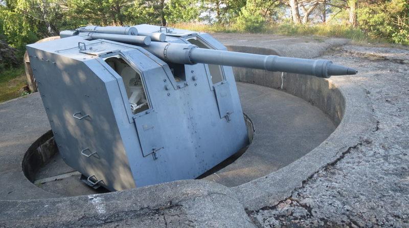 Корабельное 150-мм орудие.