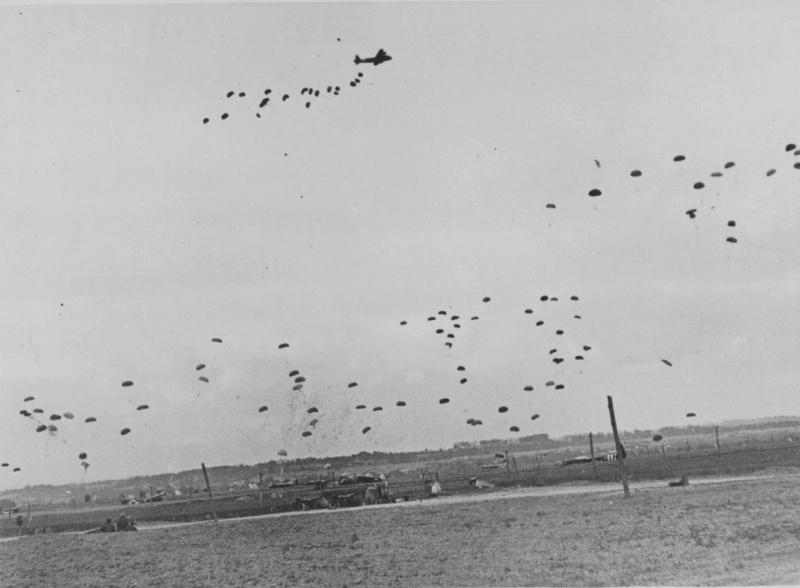 Выброска воздушного десанта союзников в Нормандии. 6 июня 1944 г.