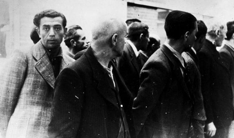 Эмигрировавшие немецкие евреи, арестованные в Амстердаме. Июнь 1940 г.