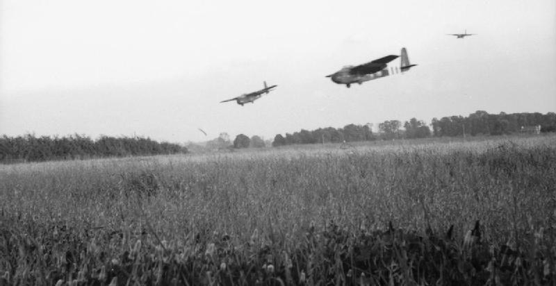Планеры идут на посадку около Ранвилла. 6 июня 1944 г.