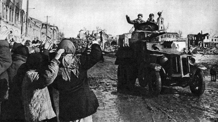 Горожане встречают освободителей. 25 октября 1943 г.