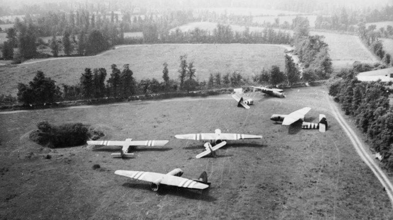 Планеры совершившие посадку в Нормандии. 6 июня 1944 г.