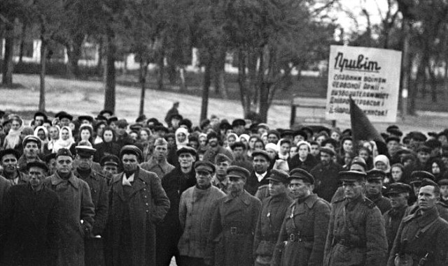 Митинг в связи с освобождением Днепропетровска. 29 октября 1943 г.