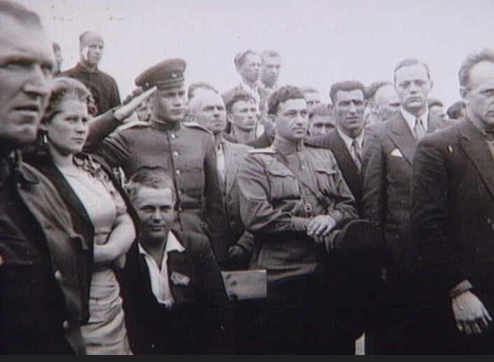Советские солдаты в Холбеке после освобождения. 5 мая 1945 г.