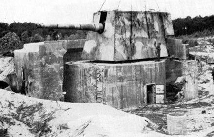 Башни с 240-мм корабельными орудиями.