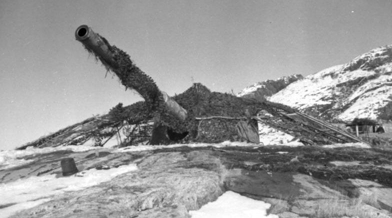 Башни с 210-мм орудиями в годы войны.