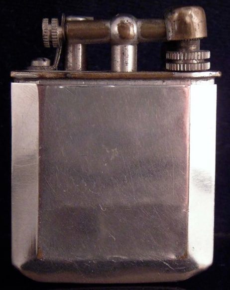Зажигалка немецкой фирмы «Chic», выпускалась в 1930-х годах.