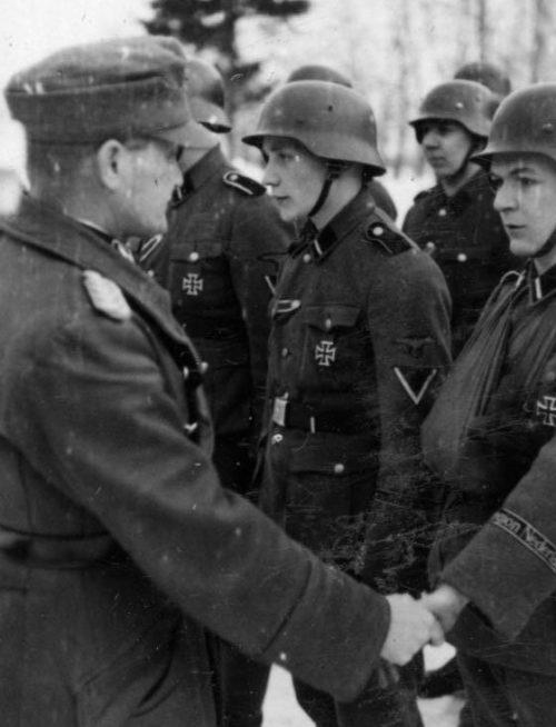Солдаты 34-й добровольческой гренадерской бригады «Ландсторм Недерланд» (2-я голландская). 1942 г.