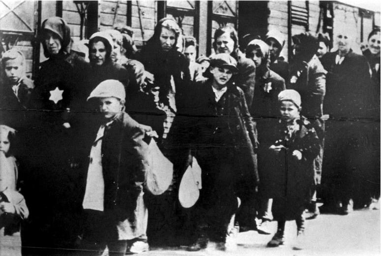 Депортация евреев в Вестерборк. 1943 г.