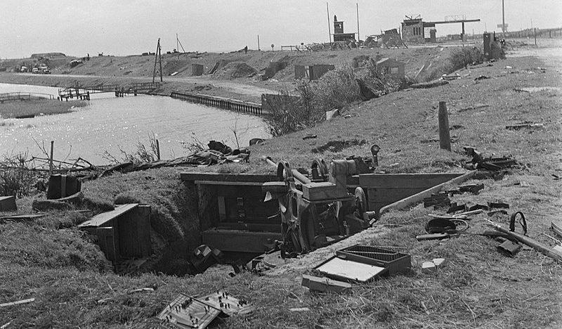 Разрушения на дамбе. Апрель 1945 г.