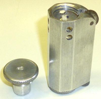 Зажигалка алюминиевая немецкой фирмы Leitz. Выпускалась в 1939-1945 годах.