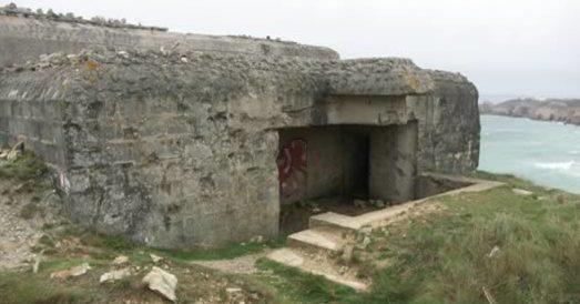 Тыльная сторона каземата с позицией для 75-мм орудия.