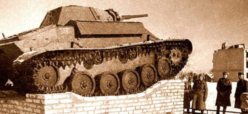 Первый памятник воинам-танкистам. Декабрь 1943 г.