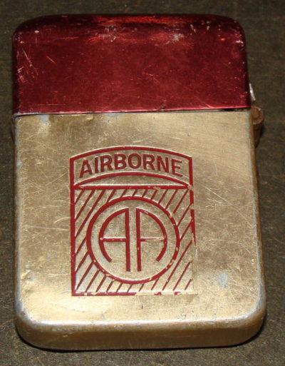 Зажигалки различных производителей, использовавшиеся в армии.