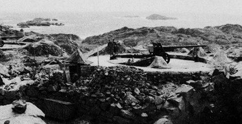 Позиция 122-мм орудия в годы войны и сегодня.