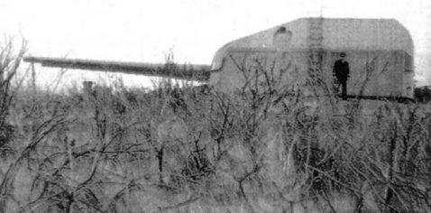 Башня с 150-мм корабельными орудиями.