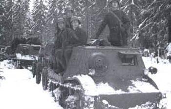 Советская бронетехника перед атакой. Январь 1940 г.