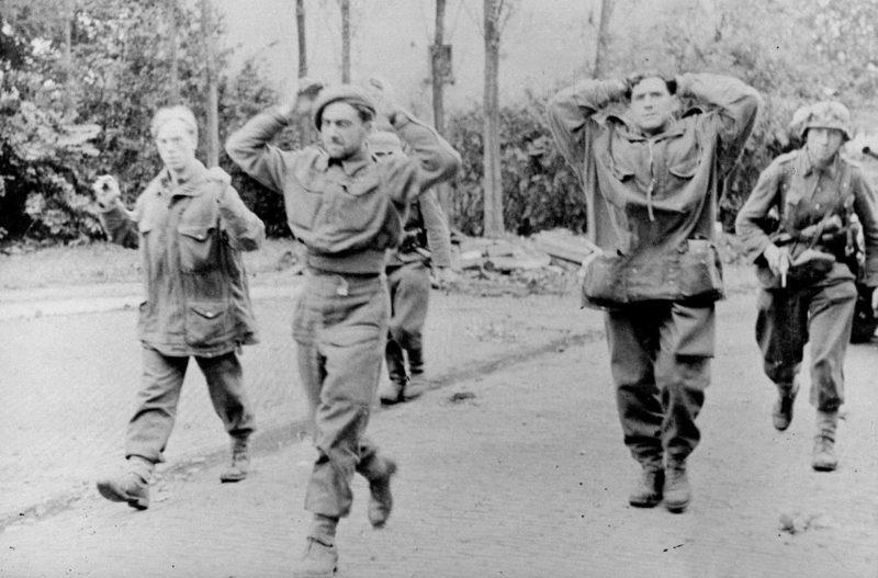 Британские парашютисты в плену. Арнем. Сентябрь 1944 г.