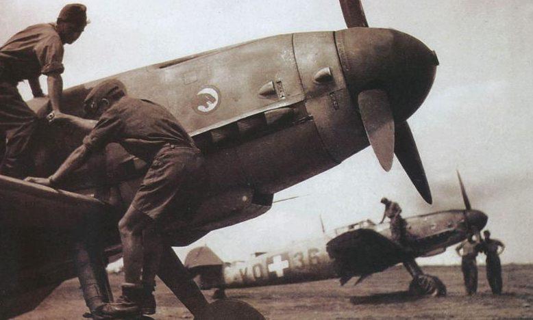 Самолеты на Уманьском военном аэродроме. Лето 1942 г.