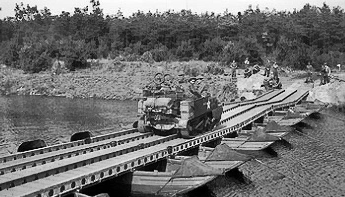 Союзники на понтонном мосту через Маас. Сентябрь 1944 г.