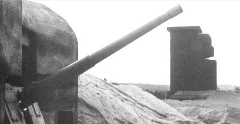 Каземат типа М170 с 165-мм орудием в годы войны и сегодня.
