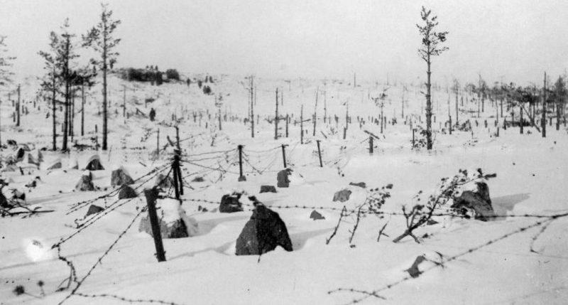 Заграждения на дороге к Выборгу. Январь 1940 г.