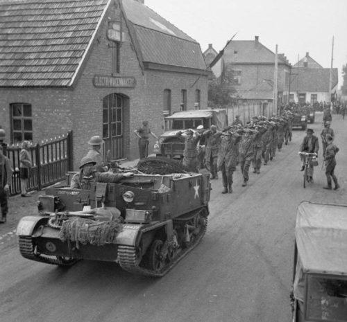 Немецкие военнопленные около Ломмеля. Сентябрь 1944 г.