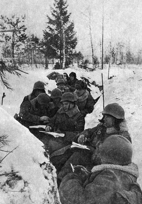 Красноармейское партсобрание в окопах. Январь 1940 г.