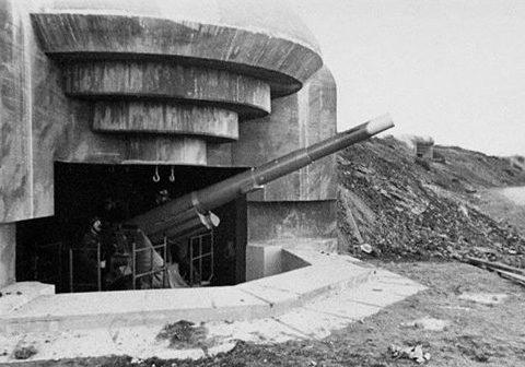 Каземат типа М170 с 155-мм орудием.