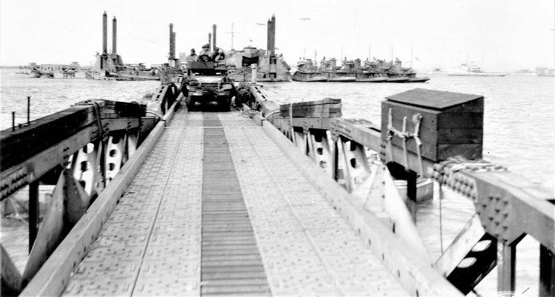 Выгрузка военной техники на плацдарме «Омаха». Июнь 1944 г.