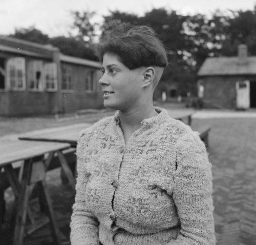 Сотрудничавшие с нацистами голландские женщины в лагере Амерсфорт. Июль 1945 г.