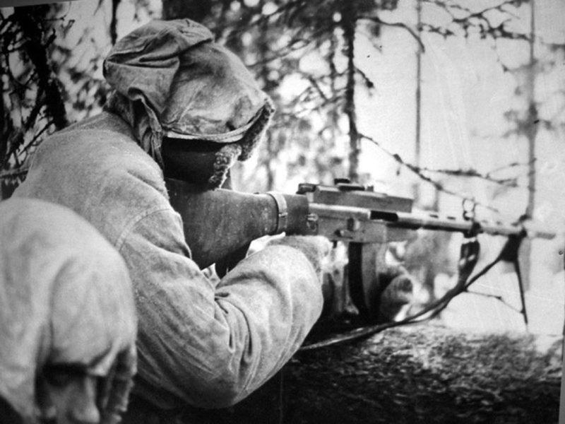 Финский солдат с пулемётом Lahti-Saloranta M 26. Февраль 1940 г.