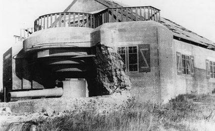 Бункер типа М270 с 170-мм орудием в годы войны и сегодня.