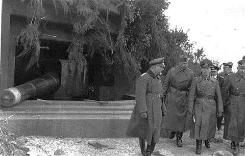 Инспекция батареи немецким командованием. Февраль 1944 г.