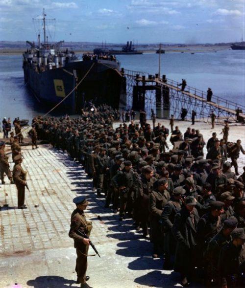 Немецкие военнопленные, захваченные в Нормандии. Июнь 1944 г.