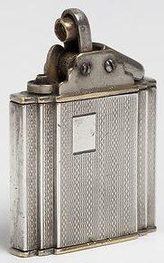 Зажигалка «Sarastro» немецкой фирмы B & S SILVER, выпускалась с 1933 года.