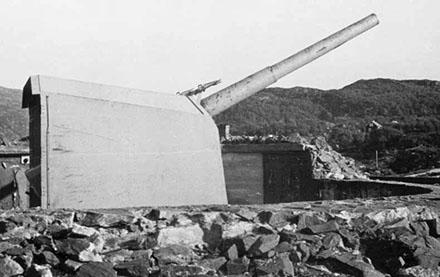 Башня со 127-мм орудием.