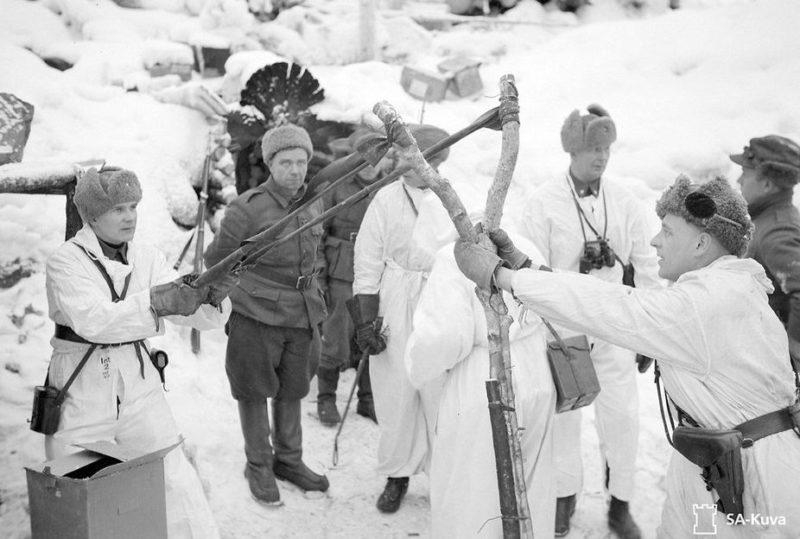 «Обстрел» советских позиций ручными гранатами с рогатки. Февраль 1940 г.