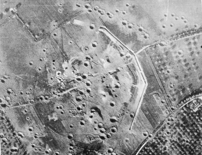 Аэрофотосъемка результатов бомбардировки батареи 19 мая 1944 г.