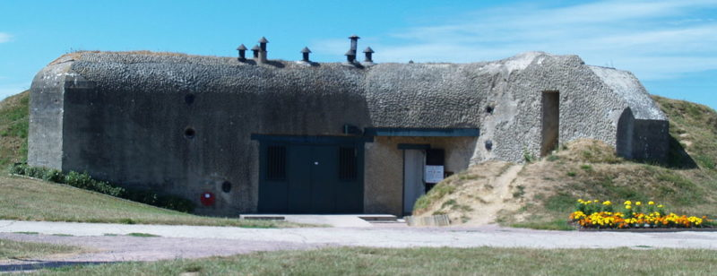 Казематы 100-мм орудий.