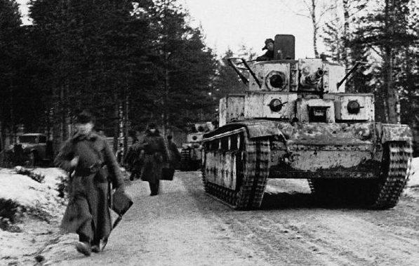 Танки Т-28 идут на прорыв линии Маннейгерма. Февраль 1940 г.