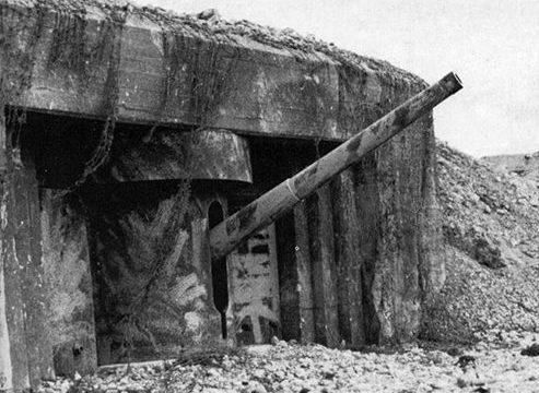 Каземат типа 679 для 155-мм орудий в годы войны.