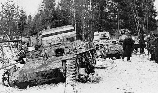 Подбитые финские танки «Виккерс» в бою у станции Перо. 29 февраля 1940 г.